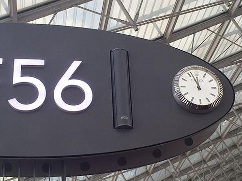 シャルルドゴール空港の時計はロレックス