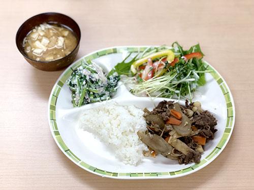 牛肉と根菜の甘辛炒め