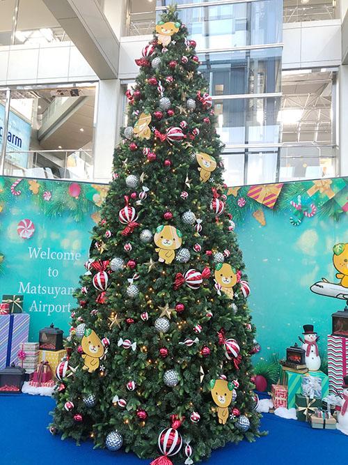 松山空港のツリー